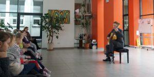 Unikali muzikos pamoka su gitaristu Simonu Bušma