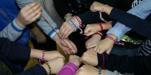 Darbščios rankelės – margos juostelės