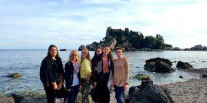 """Marijampolės šv. Cecilijos gimnazijos komandos vizitas saulėtoje Italijoje Erasmus+ projekte """"Europa – mūsų ateitis"""""""